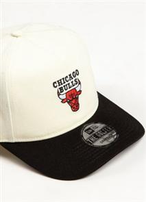 NewEra CHICAGO BULLS GOLFER Cap, OFF WHITE
